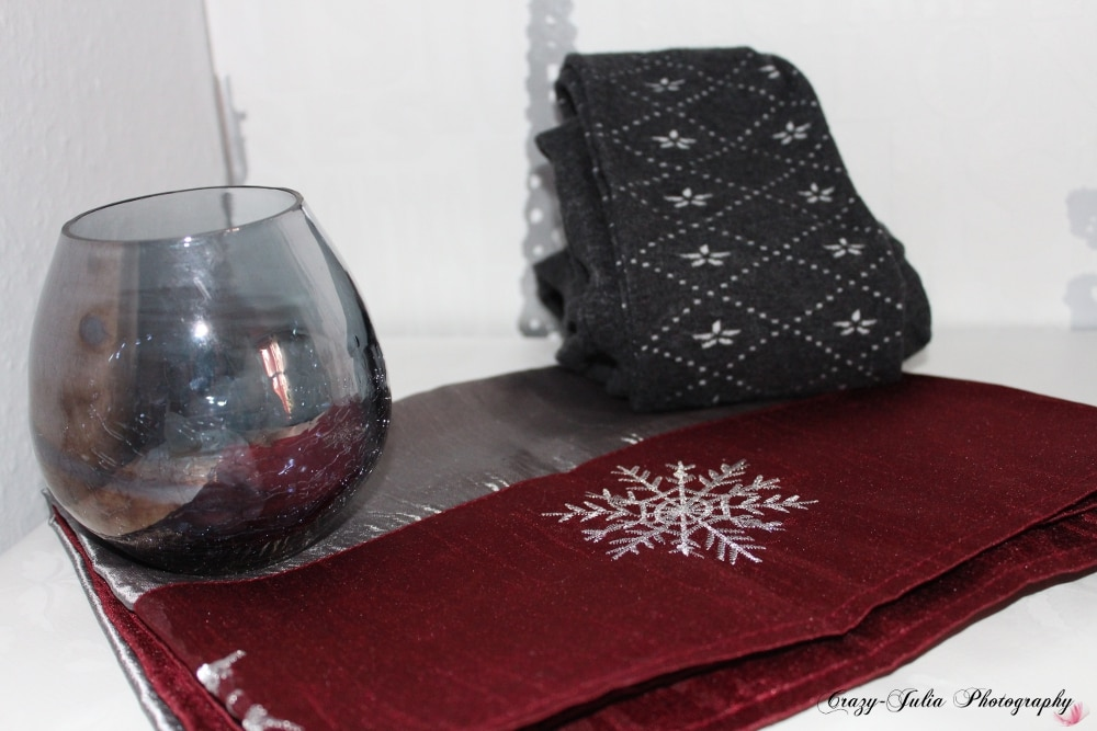 Windlicht, Tischdecke & Schneeflocken-Strumpfhose