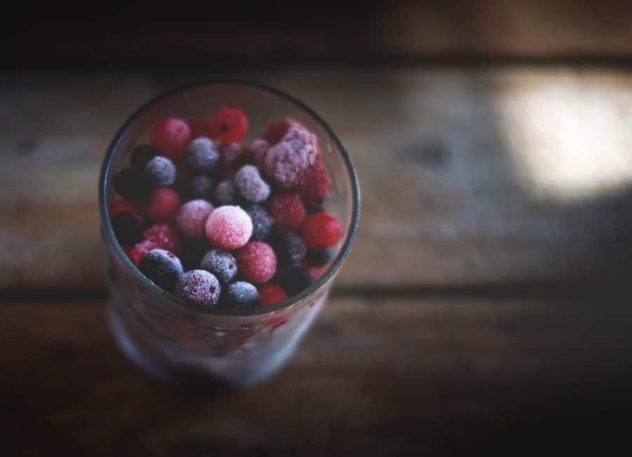 gefrorene Beeren im Glas