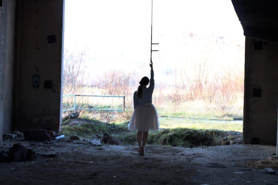 Silhouette Mädchen in Tüllrock