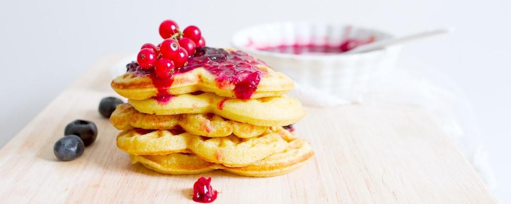 Pancakes mit roten Beeren