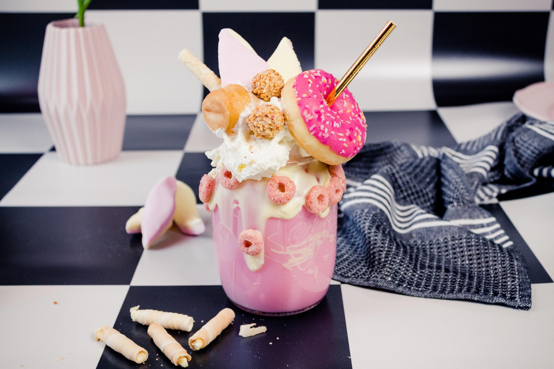 Erdbeer-Milchshake als Freakshake