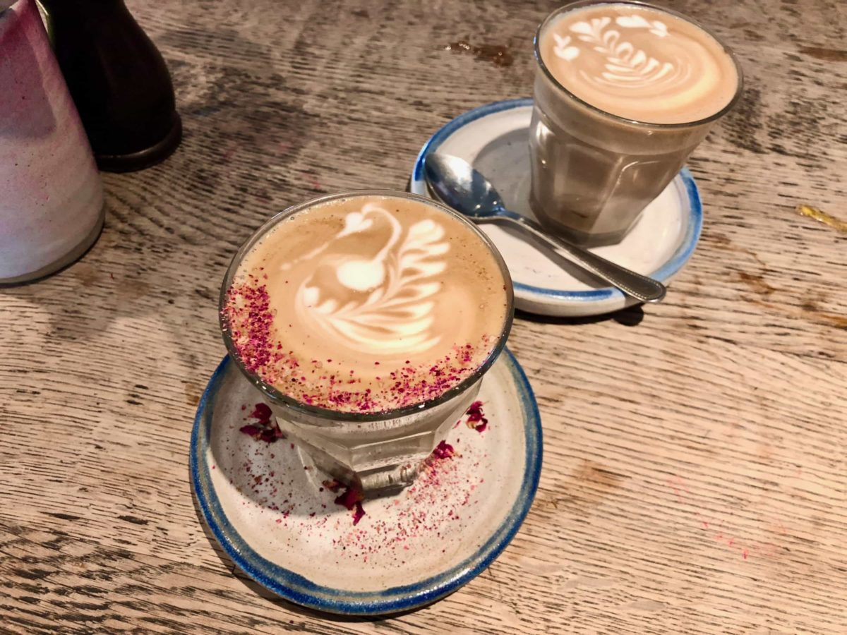 Rose Latte im Farm Girl Cafe Notting Hill