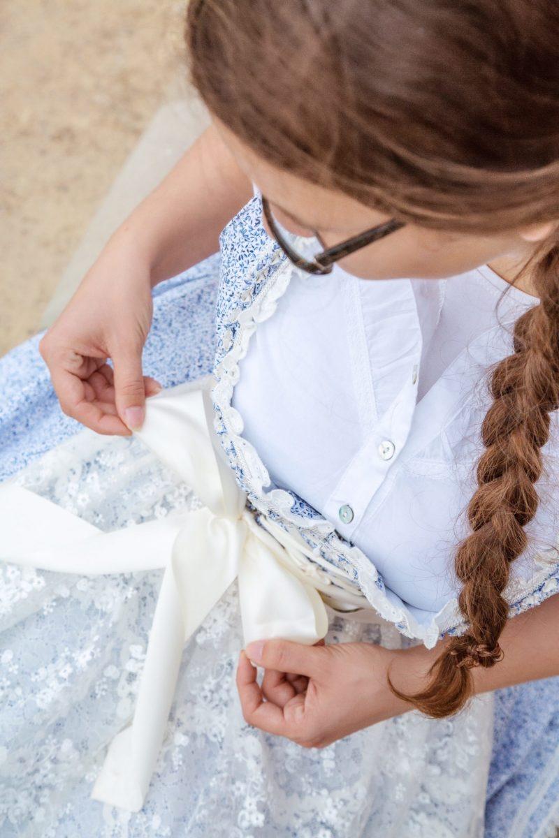 Schleife binden Dirndl Outfit